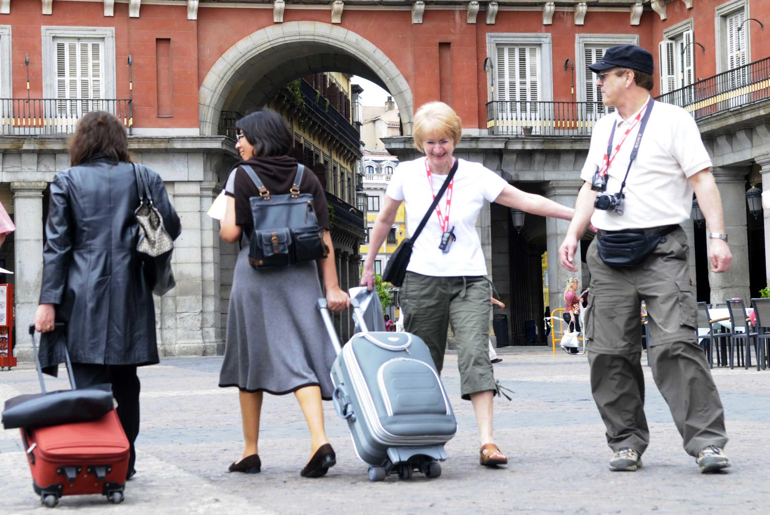 Los turistas nacionales prefieren Madrid y los internacionales eligen Barcelona