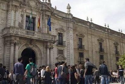 Los decanos andaluces protagonizan un acto de protesta por el bloqueo del convenio de prácticas