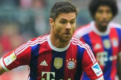 Xabi Alonso da un 'palo' a Casillas