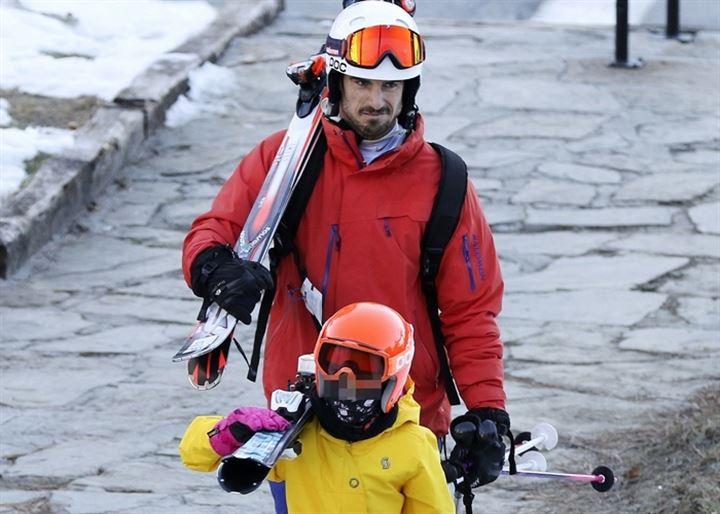 Aitor Ocio disfruta de unas entrañables navidades blancas con su hija Naia