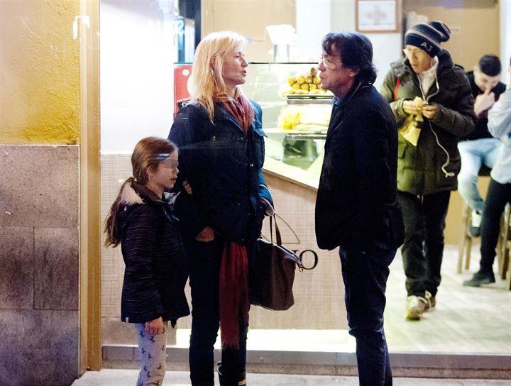 Ana Duato, paseo en familia por las calles de Madrid