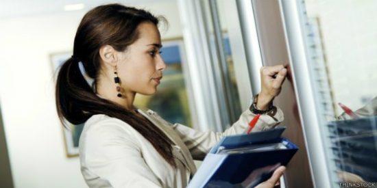 Los 7 consejos clave para pedir un aumento de sueldo y que no te den con la puerta en las narices