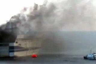 """El vídeo desde el 'ferry del infierno': """"Hace tanto calor que nuestros zapatos se derriten"""""""