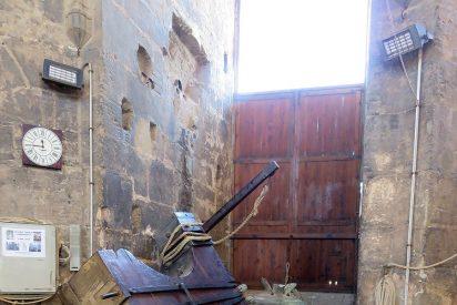Una de las campanas de la catedral de Valencia se desprende durante un volteo