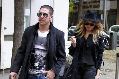Simeone y Carla Pereira, después del fútbol, romántica jornada de compras navideñas