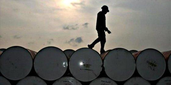 El mundo se inunda de petróleo y el el precio del barril sigue cayendo