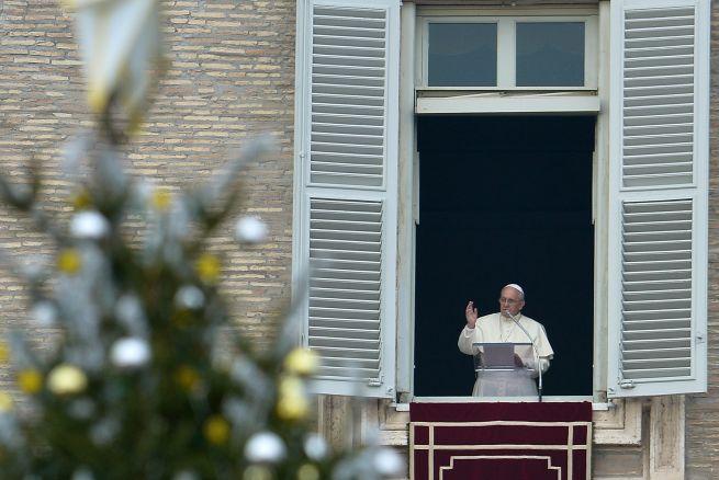 El Papa defiende el árbol y el Belén como símbolo para los no creyentes