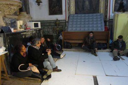"""El """"Campamento Dignidad"""" de Badajoz se traslada de la catedral a la parroquia de San Juan Bautista"""