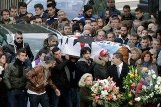 Los ultras amenazan a la prensa en el entierro de Jimmy, fallecido tras la pelea en Madrid Río