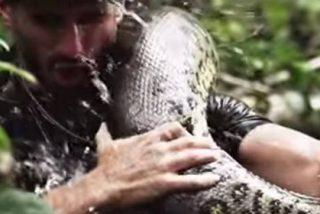 """El vídeo de la anaconda que casi se traga a un 'voluntario': """"¡Vi su boca abierta antes de que todo se volviera negro!"""""""