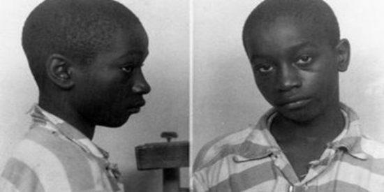 A este niño de 14 años lo ejecutaron en la silla eléctrica subido a una guía telefónica... ¡y le declaran inocente!