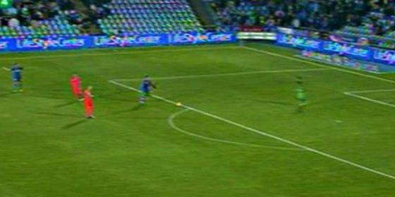 El árbitro mangó la victoria al Getafe en el minuto 94, pitando el final en un mano a mano contra el portero del Barça