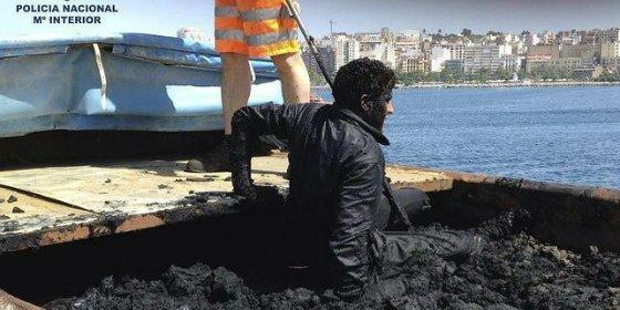 Los desesperados inmigrantes entran ahora en España metidos en camiones llenos de fango