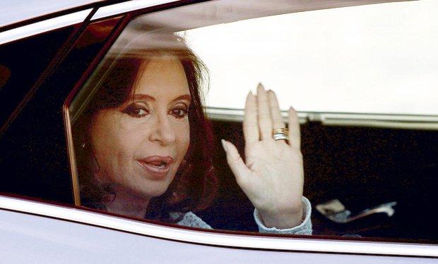 Cristina Kirchner cancela su viaje al Vaticano por una fractura de tobillo