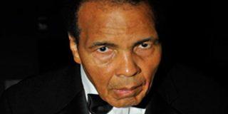 Muhammad Ali, hospitalizado por sufrir una leve neumonía