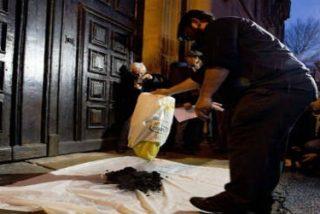 Los 'Reyes Magos' y el 'Olentzero' dejan carbón al arzobispo de Pamplona