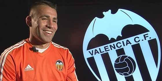 El objetivo número uno del Manchester... ¡juega en el Valencia!
