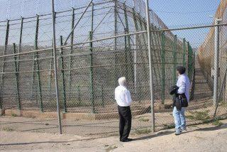 El padre Ángel pasará la Navidad en la valla de Melilla