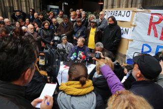 Teresa Forcades y Ada Colau apoyan a los parados de la iglesia del Pi
