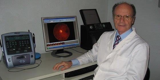 """Dr. Carlos Piñana, médico oftalmológico: """"Estamos dispuestos a tender la mano a quien necesite ayuda en el cuidado de su visión"""""""