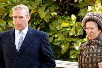 Acusan al príncipe Andrés de haber tenido una esclava sexual menor de edad