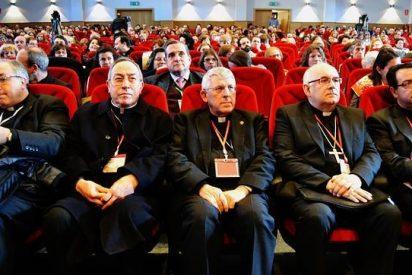 """Maradiaga: """"La vida de la Iglesia se juega en la parroquia"""""""
