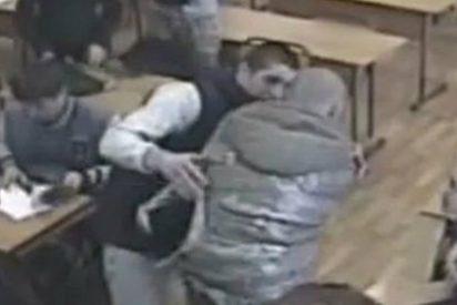 [Vídeo] Muere asfixiado en clase tras ser envuelto en plástico por sus compañeros