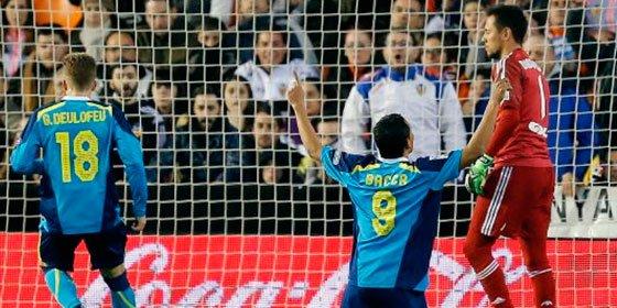 """Carlos Bacca: """"Diego Alves me llamó colombiano de mierda"""""""