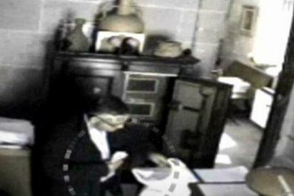 [Vídeo] Así de campante vaciaba la caja fuerte de la Catedral de Santiago el ladrón del Códice Calixtino