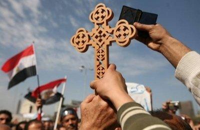 Dos policías egipcios, ametrallados junto a una iglesia copta