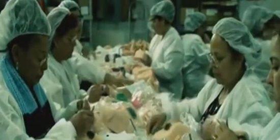 [Vídeo] Así es la enorme fábrica de emperifollados consoladores que apenas da salida a tanta demanda
