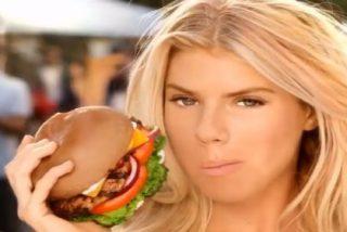 El anuncio de hamburguesas con extra de bikini que ha prohibido EEUU por ser demasiado picante