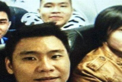 La 'selfie de la muerte' que se tomaron unos jóvenes en el fatídico vuelo de AirAsia