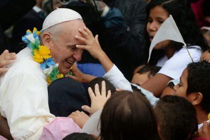 Francisco visita por sorpresa un hogar de niños de la calle en Filipinas