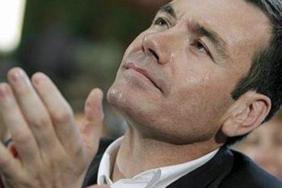 La escuálida lista electoral de Gómez le coloca entre la espada y la pared