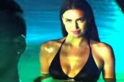 El vídeo de la sexy Irina Shayk emergiendo en la piscina bajo la música de Santos y Marc Anthony