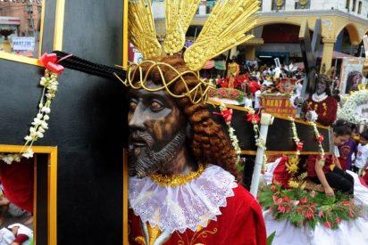 Un millón de fieles acompañan al Nazareno Negro