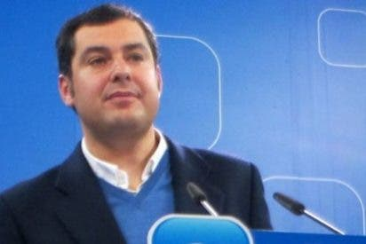 """Juanma Moreno participa en la entrega de juguetes de la campaña """"Ningún niño sin juguetes"""""""