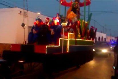 Tragedia en la Cabalgata de Reyes: muere el Baltasar de Níjar al volcar la carroza
