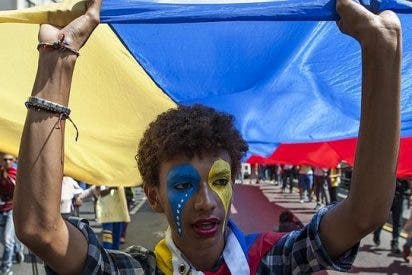 La oposición venezolana sale unida a la calle en Caracas con las ollas vacías de comida