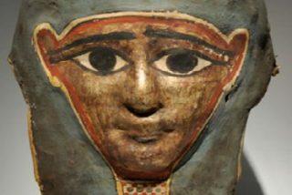 Hallan la copia del evangelio más antigua del mundo en la máscara de una momia egipcia