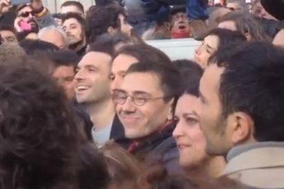 [VÍDEO] Monedero, recibido en Sol con gritos de '¡Juan Carlos, aguanta!'