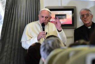"""El Papa dice que """"no se puede provocar"""" ni """"ofender"""" a la religión"""