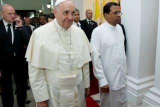 """El Papa, """"impresionado"""" por el recibimiento en Sri Lanka"""