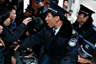 La estampida de miles de incautos que creyeron que tiraban dinero en Nochevieja deja 36 muertos en Shangai