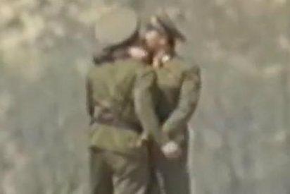 Estos dos tiernos soldados, que se están dando el lote, fueron fusilados