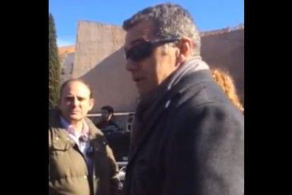 Vídeo: Toni Cantó, en actitud poco respetuosa cuando suena el Himno en la manifestación de las víctimas del terrorismo