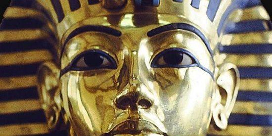 Se le cae la barba a Tutankamón y los chapuzas del museo se la pegan con 'superglue'
