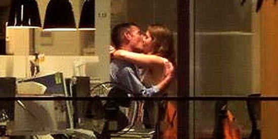 El vídeo del oficinista casado y la prometida practicando sexo en la empresa ¡ante borrachos!
