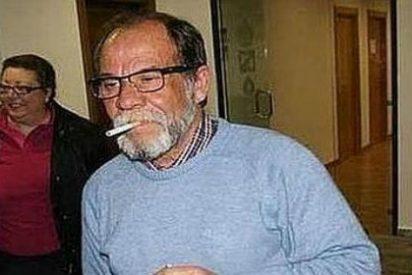 El vídeo de un alcalde de Málaga que ladraba y fumaba en los plenos y que ha sido condenado a 600 euros